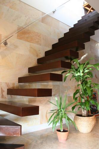 Domingo sen n escaleras especiales for Escaleras voladas de madera